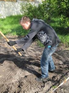 O Luís é muito trabalhador... e gosta dos trabalhos na horta.